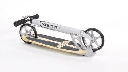 Tretroller-Xootr-Cruz Ultra-zusammen geklappt